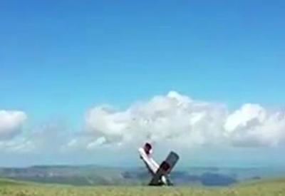 """Ветер опрокинул самолет при взлете в Карачаево-Черкесии <span class=""""color_red"""">- ВИДЕО</span>"""