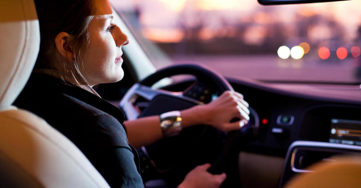 Женское вождение автомобиля