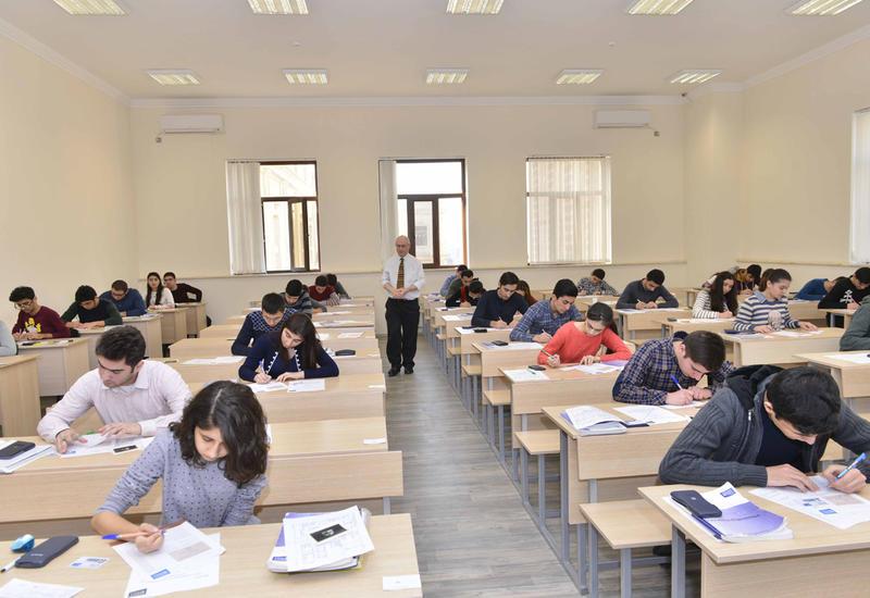 В Азербайджане проводятся выпускные экзамены