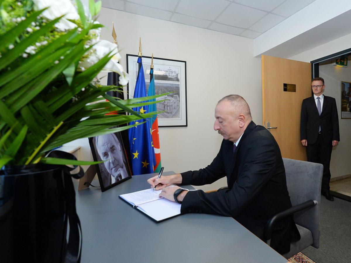 ЕСпредлагает провести неповторимую церемонию прощания сГельмутом Колем