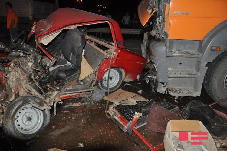 В жутком ДТП в Сабирабаде погибли отец и сын