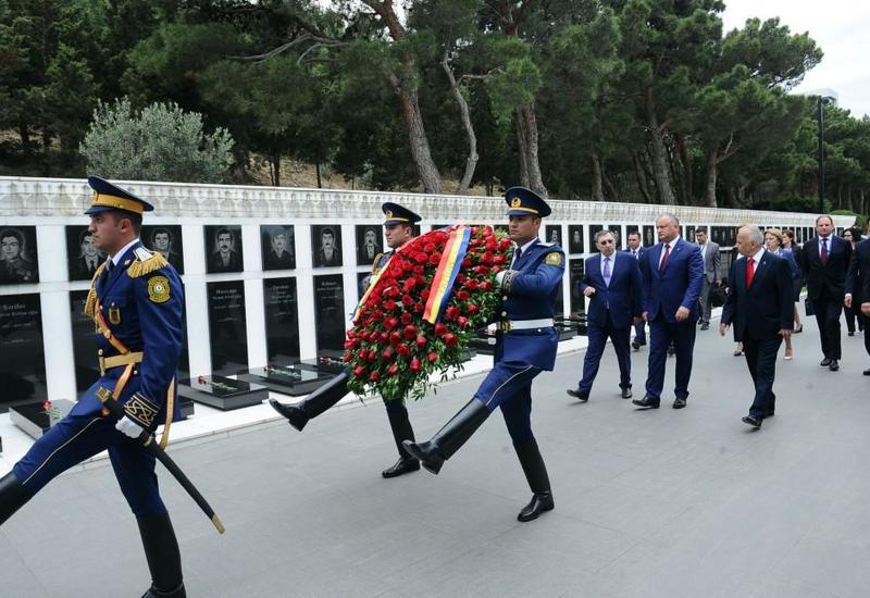 Президент Молдовы посетил Шехидляр хиябаны