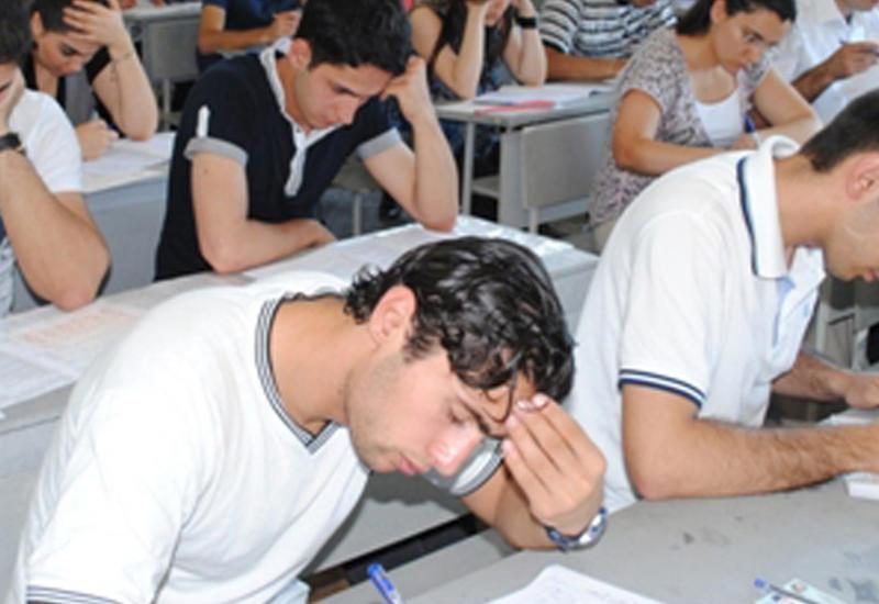 Около 60 тысяч учащихся сегодня сдают экзамены