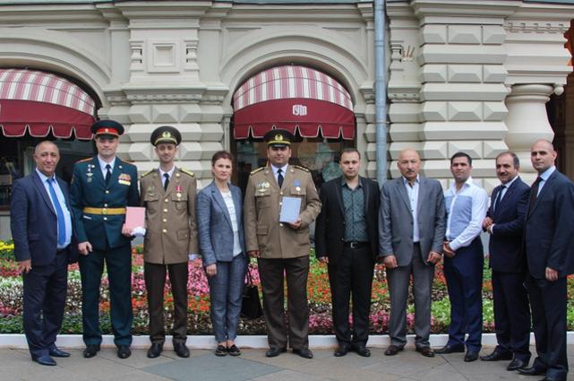 Офицеры МЧС Азербайджана прошли маршем по Красной площади