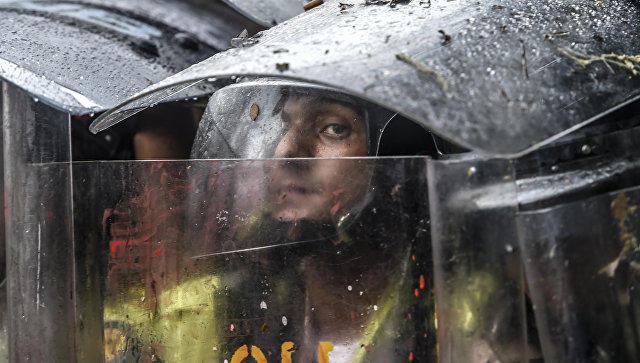 ВВенесуэле бойцы нацгвардии избили депутатов и репортеров