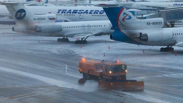Ваэропортах столицы задержано неменее 200 рейсов