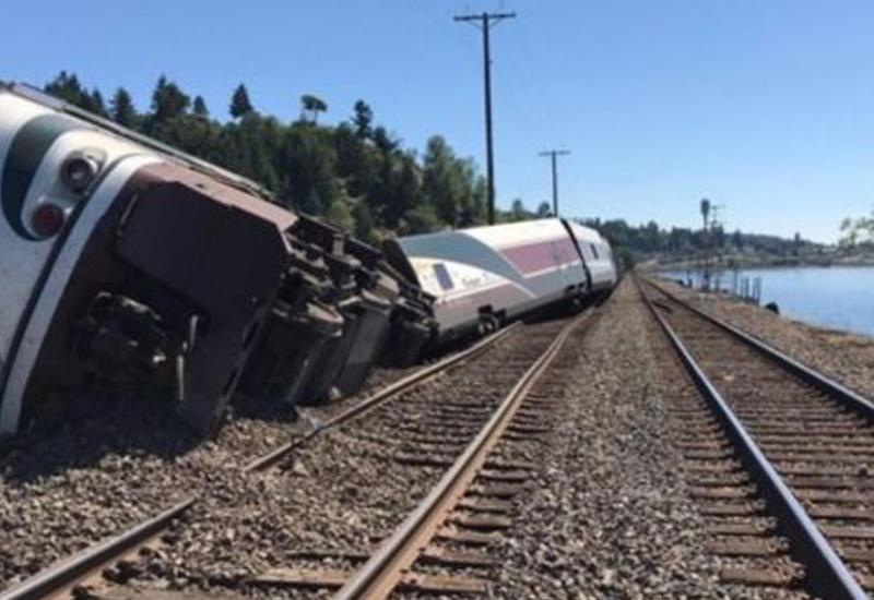 Поезд сошел с рельсов в Вашингтоне, есть пострадавшие