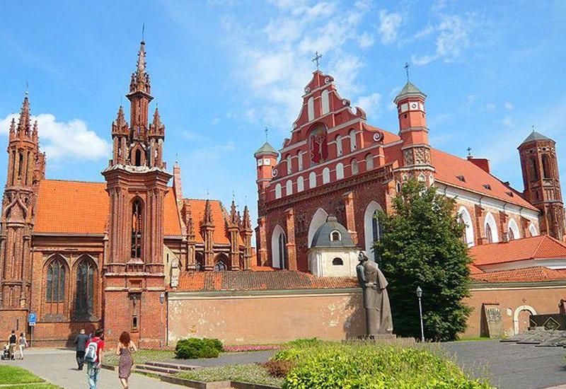 В Литве за полчаса закрыли провокационную выставку армян
