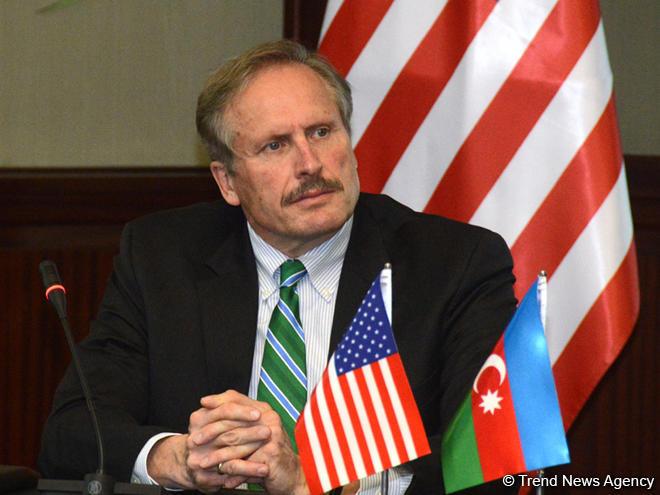 Секута: США уже 25 лет поддерживают развитие демократии вАзербайджане