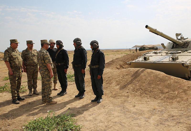 Закир Гасанов устроил внезапную проверку в воинских частях на линии фронта