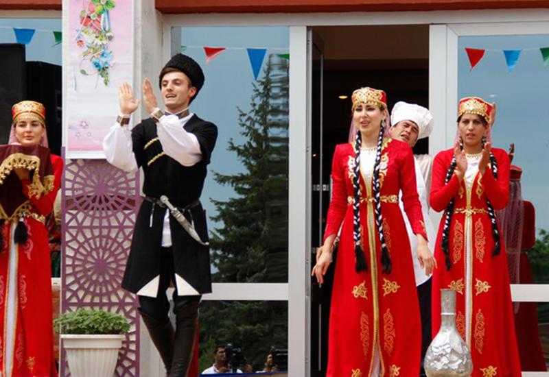 Урок мультикультурализма: Гусарскому лезгинскому театру - 25!