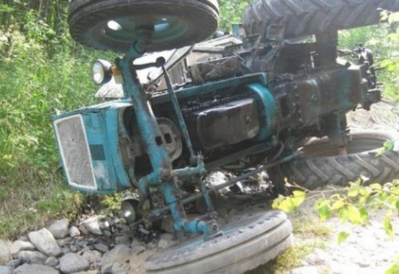 Внук перевернул трактор в Шамкире и убил деда