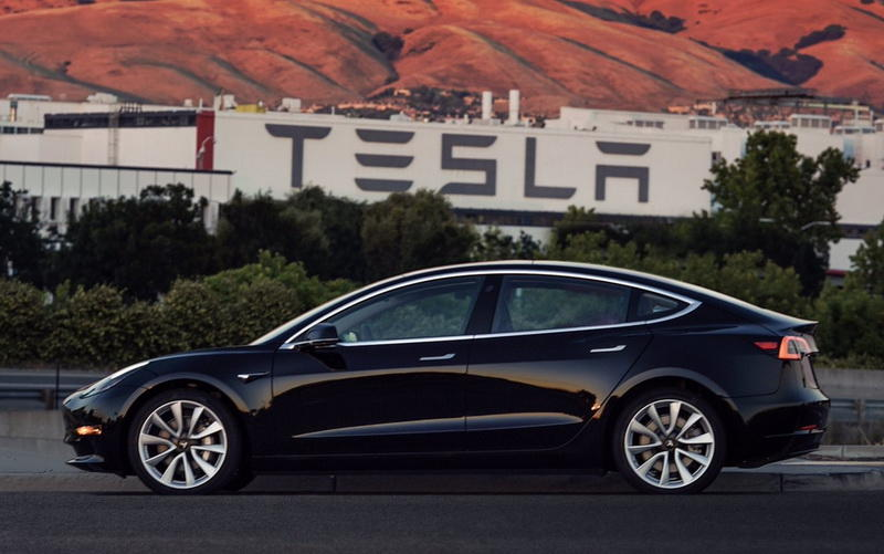 ВГонконге упали продажи Tesla