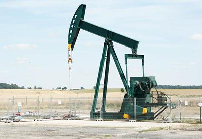 Мировые запасы нефти упали на десятки миллионов баррелей