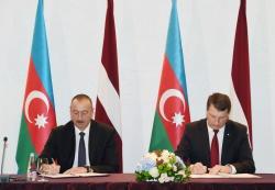 Церемония подписания документов с участием Президента Ильхама Алиева и Президента Раймондса Вейониса
