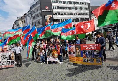 """В Германии прошла акция протеста в связи с военной провокацией Армении <span class=""""color_red"""">- ФОТО</span>"""