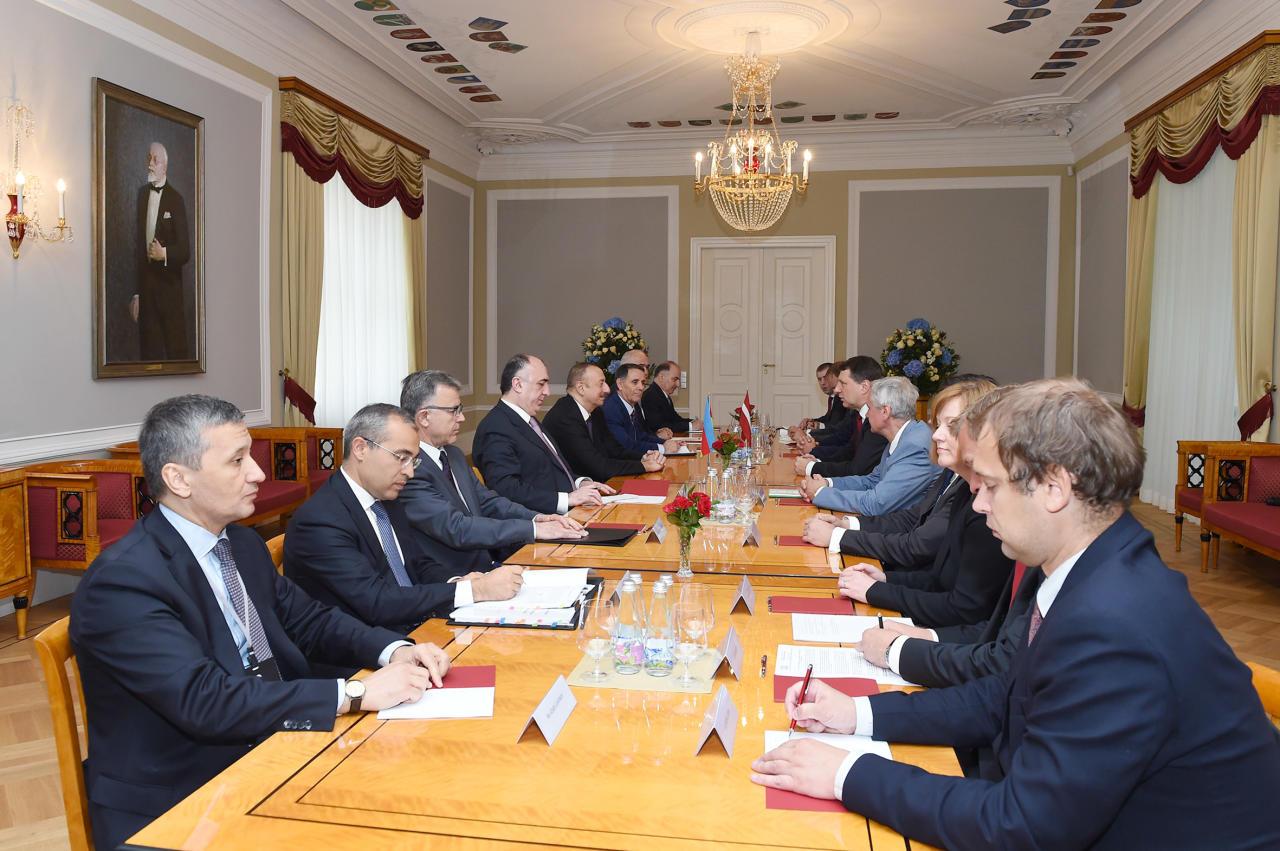 Встреча президентов Азербайджана и Латвии в расширенном составе