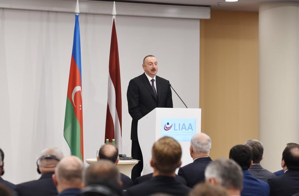 Президент Ильхам Алиев принял участие в азербайджано-латвийском бизнес-форуме в Риге - ФОТО