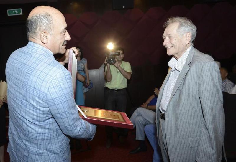 """Выдающийся азербайджанский скульптор отмечает 90-летие <span class=""""color_red"""">- ФОТО</span>"""