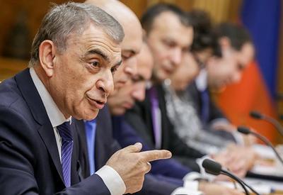 Армянские депутаты опозорили друг друга