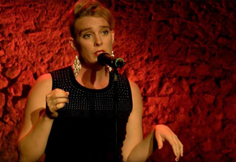 Французская певица умерла во время выступления на сцене