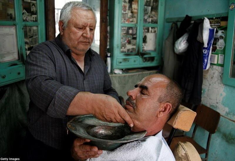 """Традиционные мужские парикмахерские со всего мира <span class=""""color_red"""">- ФОТО</span>"""