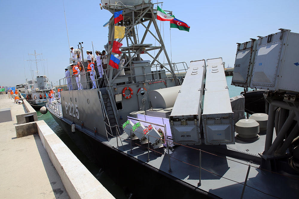 Военные корабли Ирана и Казахстана прибыли в Баку