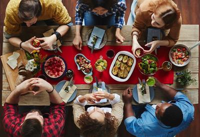 """Вот почему нельзя говорить """"приятного аппетита"""" гостям. А вы знали об этом?"""