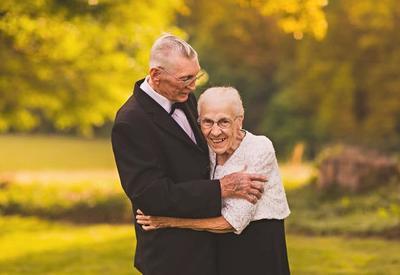 Эти влюбленные супруги устроили фантастическую фотосессию в честь 65-летия своей свадьбы
