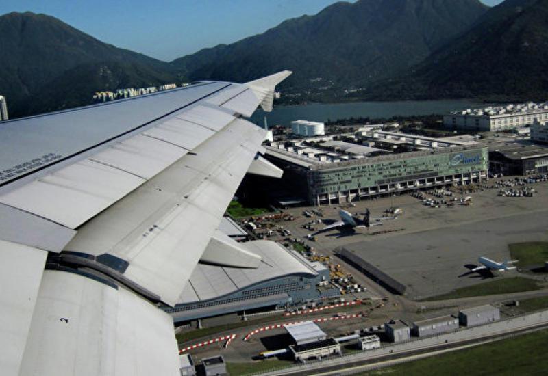 В аэропорту Гонконга задержали десятки рейсов
