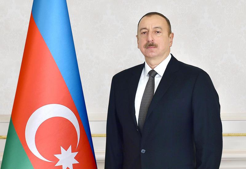 Президент Ильхам Алиев поздравил эмира Катара