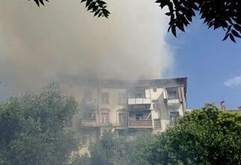 """В жилом здании в Баку произошел пожар <span class=""""color_red"""">- ОБНОВЛЕНО - ФОТО - ВИДЕО</span>"""