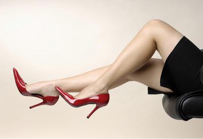"""6 фасонов летней обуви, которые уничтожают ноги <span class=""""color_red"""">- ФОТО</span>"""
