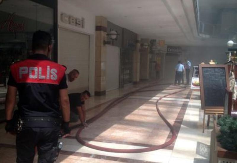В Анкаре горит торговый центр