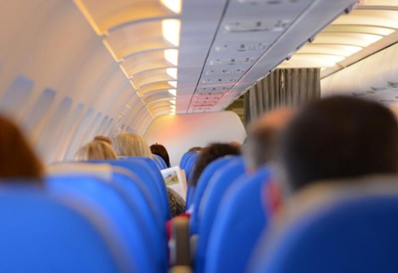 В России провоз телефона и верхней одежды в самолете станет платным