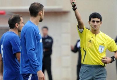 Азербайджанский арбитр раздал 8 желтых карточек в матче ЛЧ