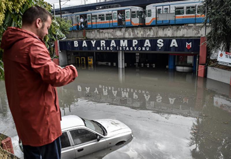В Стамбуле число пострадавших при ливне возросло до 10 человек