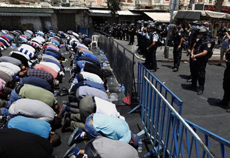 """Полиция закрыла доступ на молитву в Иерусалиме мусульманам младше 50 лет <span class=""""color_red"""">- ВИДЕО</span>"""