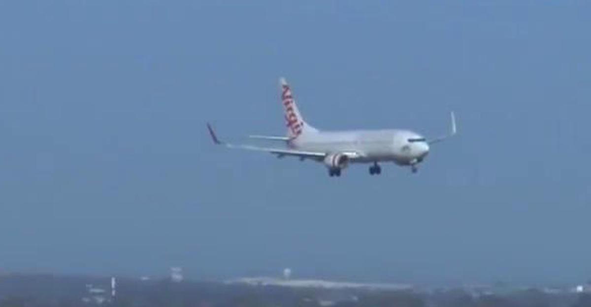 Как садят пассажирские авиалайнеры при ветре в100 километров вчас