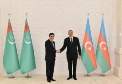 В Баку состоялась церемония официальной встречи президента Туркменистана