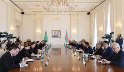 Состоялась встреча Президентов Азербайджана и Туркменистана в расширенном составе