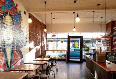 В австралийском кафе ввели налог для мужчин
