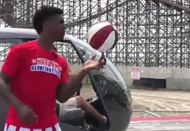 Баскетболист-шоумен забил мяч с вертолета