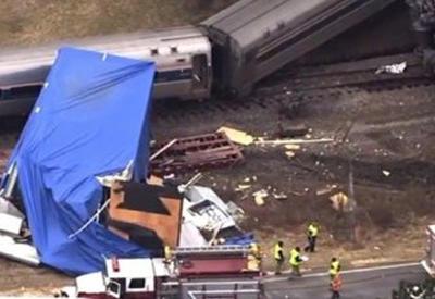 """В США столкнулись поезд и грузовик <span class=""""color_red"""">- ВИДЕО</span>"""