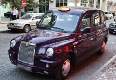 В Баку угнано лондонское такси