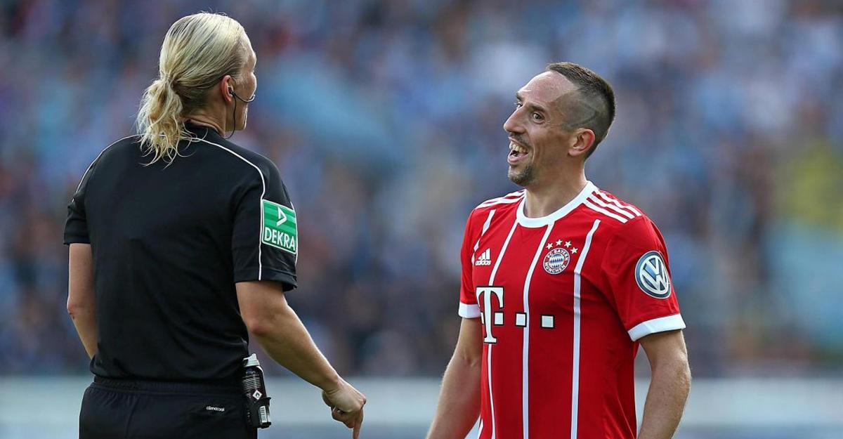Рибери развязал шнурок женщине-арбитру вовремя матча Кубка Германии