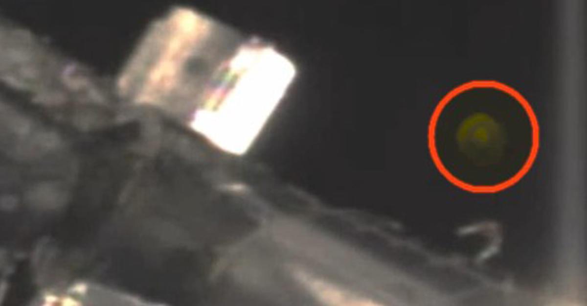 Около МКС снова зафиксировали НЛО