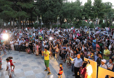 """Известные певцы выступили с концертом на Площади фонтанов в Баку <span class=""""color_red"""">- ФОТО</span>"""