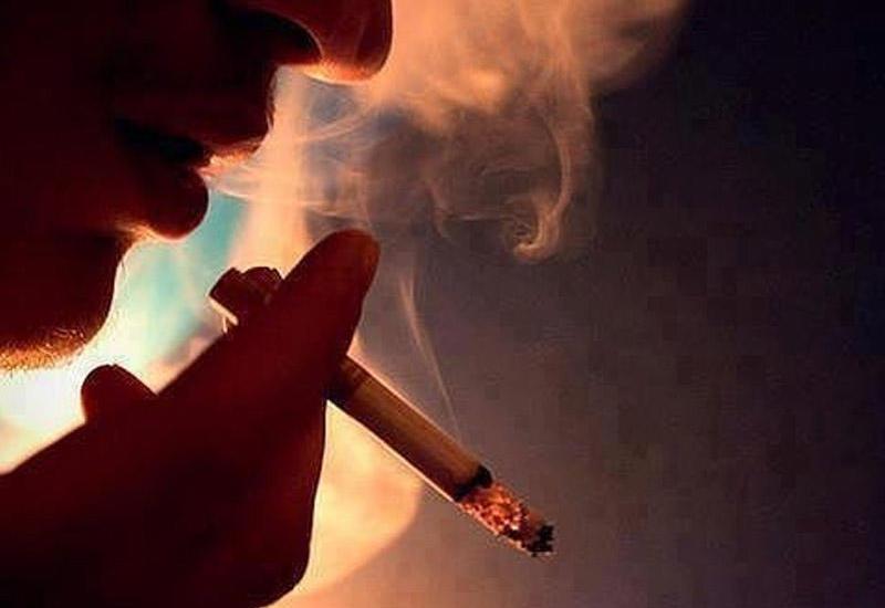 """В Азербайджане вступил в силу штраф за курение в машине <span class=""""color_red"""">- ДО 50 AZN</span>"""