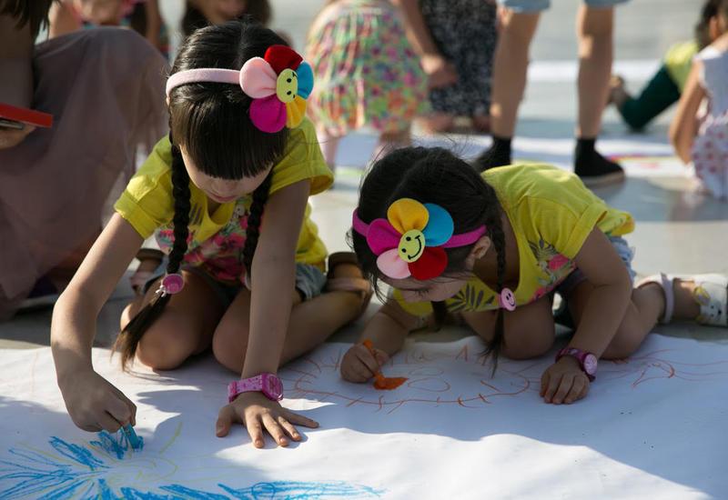 """В парке Центра Гейдара Алиева прошел день творчества для детей <span class=""""color_red"""">- ФОТО</span>"""